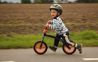 Puky løbecykel og dreng