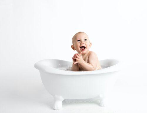 Sådan giver du din baby et bad